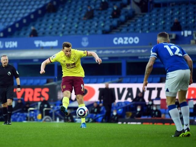 Chris Wood scores at Everton