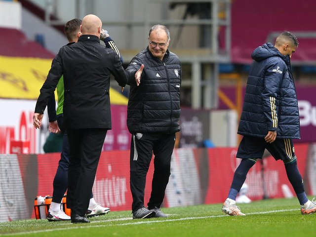 Sean Dyche shakes hands with Marcelo Bielsa at full-time
