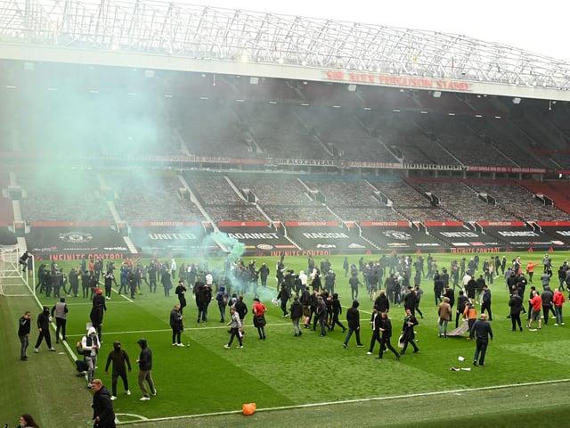Manchester United fans protest against the European Super League